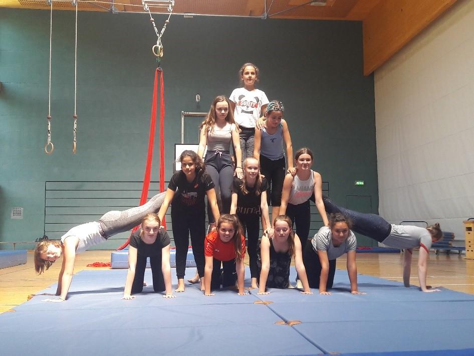 Gestapelte SchülerInnen Workshop Artistik und Akrobatik1